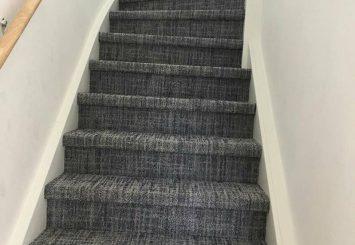 Trap laten stofferen met gemeleerd tapijt