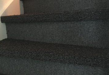 Trap laten stofferen met sisal look tapijt
